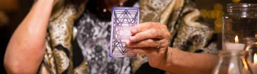 Benefits of Having a Friend Read Your Tarot Cards